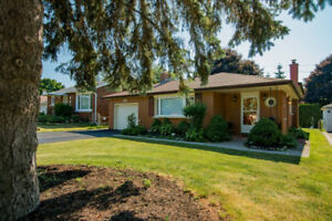 CENTRALLY LOCATED 3 (or 4) BEDROOM HOUSE, 44 OAKRIDGE AVE.