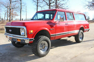 WANTED TO BUY ! 1971 OR 72 GMC SUBURBAN 4X4