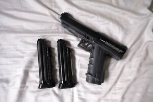 First Strike T8.1 Paintball Marker w/ 2 Mags