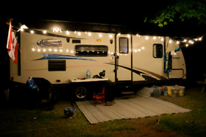 REDUCED AGAIN! 4,500lbs Bunks, Queen, Tv, Power Awning