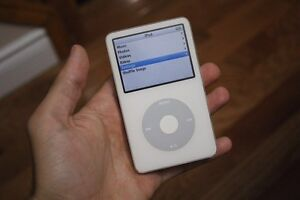 White iPod Classic 30GB (GREAT LOW PRICE)