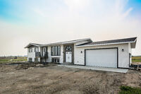 RENOVATED Bi-Level on 4 Acres, 20 Minutes Commute to Calgary