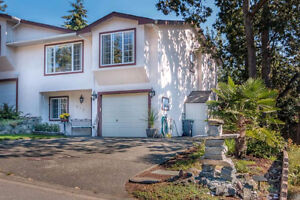 Beautiful 3 bedrm 3 bath duplex- Avail Aug 15th- PET FRIENDLY