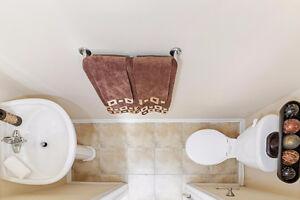 2 Bed, 2 Bath Townhome For Sale! Open Concept Living! Oakville / Halton Region Toronto (GTA) image 3