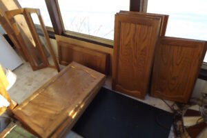 19 Oak Kitchen cabinet doors, 6 wood doors and 2 large drawers