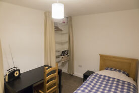 Single room in Gloucester suburbs available in clean and tidy mid-terrace house.