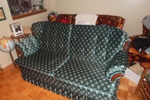 Couch/Hide A Bed