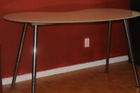*** Stunning artistic table, perfect for office work ***