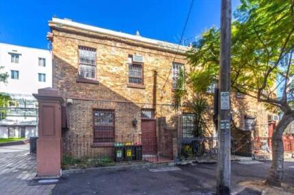 SHARE Bedroom with ONE other $175 per week in WOOLLOOMOOLOO