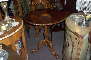 TABLE RONDE PATTE LION, LOOK ANTIQUE