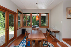 Bowen Island Custom Built Home on Sunny, Secluded 1 Acre North Shore Greater Vancouver Area image 4