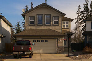 2 Storey with Vaulted Ceilings in Rutherford!