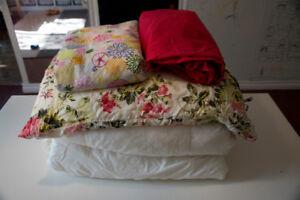 Ikea : 2 couette  une place, drap , hausse, coussin et taie
