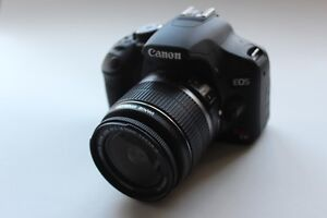 Canon T1i avec zoom 18-55mm IS