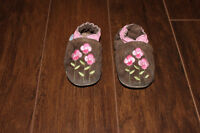 6-12 month Robeez Brown with Pink Flowers
