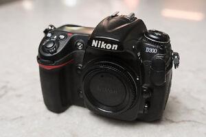 Selling Nikon D300 Kit