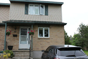 3 bedroom 2 bathroom available in Strathcona Park