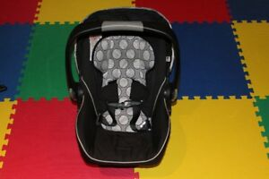 Britax B-Safe Infant Seat and Base
