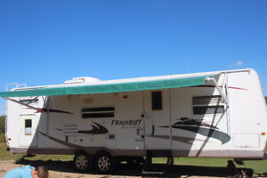 2009 Flagstaff 30' Holiday Trailer