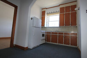 GREAT DOWNTOWN LOCATION - 1 BEDROOM APARTMENT