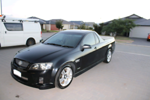 2010 HOLDEN SV6 UTE - VERY LOW KMS