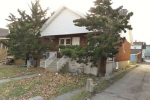 ***UNIVERSITY DUPLEX - 625 RANKIN***