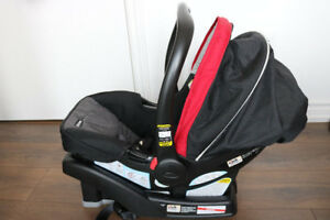 ** As New ***Graco FastAction Click Connect car seat with base