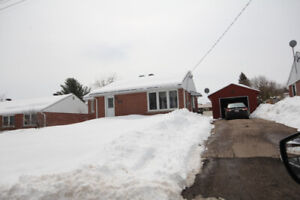 Clean and bright 3 bed 2 bath home centrally located in Pembroke