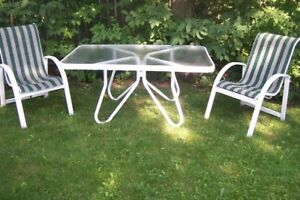 Rectangular Patio Table with 2 chairs