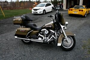 HARLEY DAVIDSON ELECTRA GLIDE with 103 ENGINE