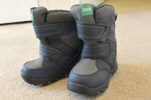 Brand new pair of snow boots for boy, size 10