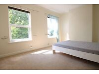 *AMAZINGLY SPACIOUS, 3 BEDROOM 2 BATHROOM HOUSE WITH PRIVATE GARDEN SW19*