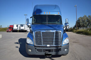 2010 Freightliner Cascadia - clean and very well maintained