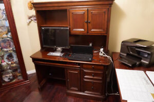Beautiful wood computer desk with hutch