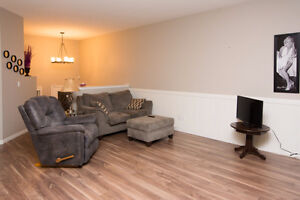 END UNIT TOWNHOUSE IN PENHOLD