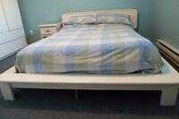 Base de lit Queen et tête de lit, bois massi laqué coquille oeuf