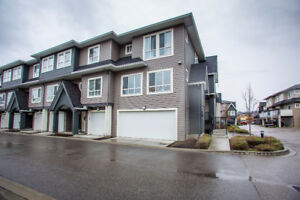 4 Bed Townhouse in Lower Mission!!
