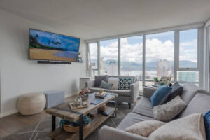 DOWNTOWN SPACIOUS 2 BED + DEN w/ WATER VIEW IN YALETOWN