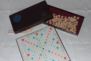 VINTAGE SCRABBLE GAME COMPLETE NICE CONDITION
