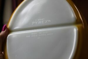 Pyrex ButterflyGold Divided Oval Casserole Lid 1.5qt Collectable Kingston Kingston Area image 7