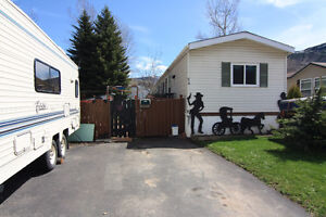 Move In Ready Home With Hot Tub, Workshop & Fenced Yard!