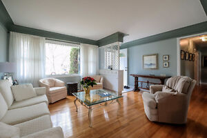 TASTEFULLY FINISHED SOUTH WINDSOR HOME WITH A BEAUTIFUL BACKYARD Windsor Region Ontario image 2