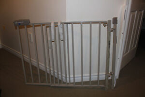 Evenflo SecureStep Wall mount (for top of stairs) baby gate