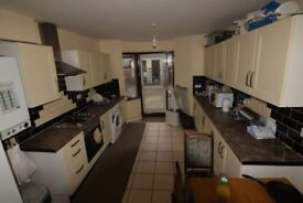 4 bedroom house in Sibley Grove, Manor Park, E12