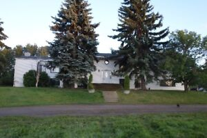 5 MIN FROM SHERWOOD PARK 2440 SQ FEET ONE LEVEL 3.4 ACRES!