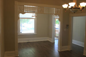 AVAILABLE NOW - Maitland St w/PARKING+A/C+JACUZZI+DISHWASHER