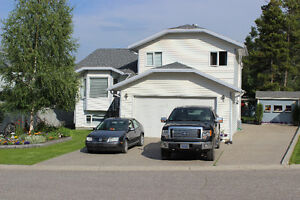 Beautiful large executive home in Crowsnest Pass needs family!!