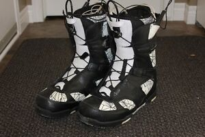 Mens Snowboard boots - Size 10.5 London Ontario image 1
