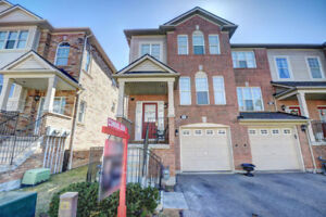 Beautiful 3 Bedroom Corner Unit Town in Mississauga for Rent