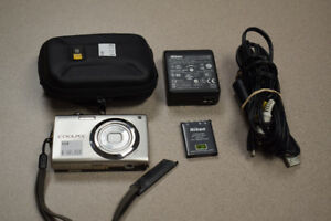 Nikon Coolpix S4000 12 MP Digital Camera w/ Case & Charger